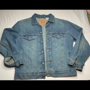 SOLD vintage Levis Trucker Jean Jacket Large 7050